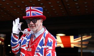 Man-dressed-in-Union-Jack-007