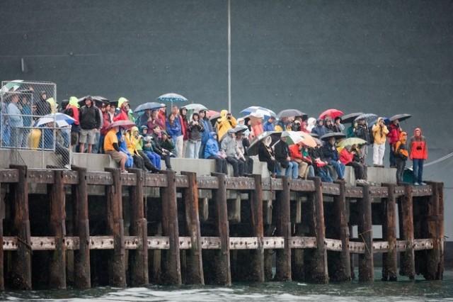 Alt_Spectators-in-San-Diego-brave-the-rain1